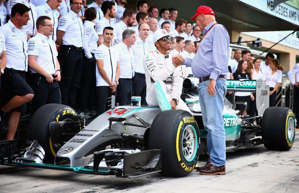 Lewis+Hamilton+Niki+Lauda+F1+Grand+Prix+Abu+_ney4TNMZT_l.jpg